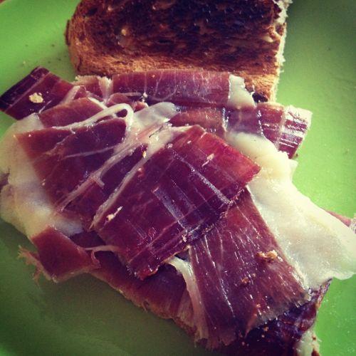 #desayunodeprincesa tostada con aceite y jamón