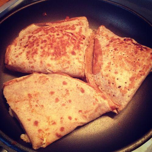Crepe de alforfón relleno de jamón cocido y queso