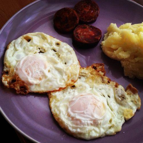 Huevos fritos con puntillas