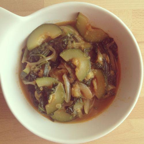 Curry de calabacín y espinacas
