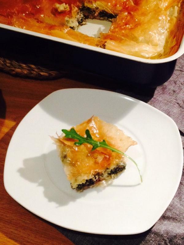 receta griega de spanakopita con pasta filo, espinacas y queso feta
