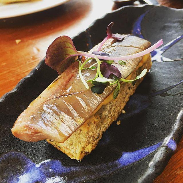 Focaccia de sardinas con san simón